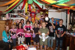 Clown NRW - Clown August & Clown Pippy können Sie für Kindergeburtstage, Somerfeste, Firmenfeste, Straßenfest, Hochzeiten, Geburtstage und Schulfeiern in ganz NRW buchen.