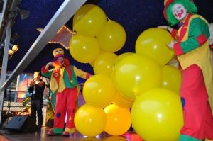 Auf diesem Bild sieht man die Clownsbrothers bei der Bühnenshow in Recklinghausen